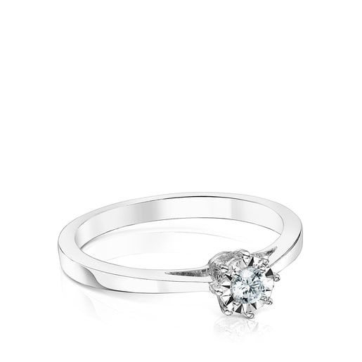White gold Les Classiques Ring with small Diamond rosette